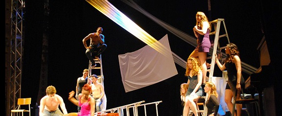 Fetes_internationales_du_theatre-FIT-2013-au-College-Valleyfield-Photo-courtoisie-publiee-par-INFOSuroit_com