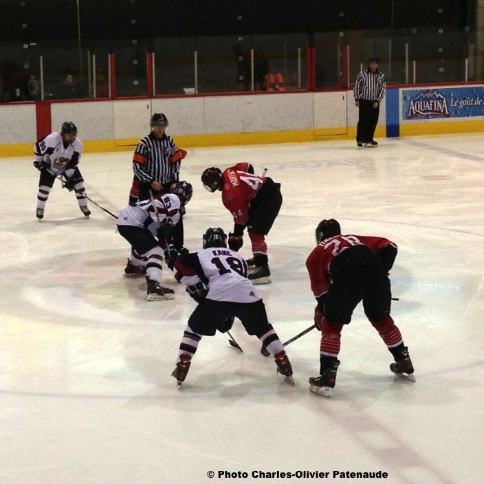 Hockey-Grenadiers-de-Chateauguay-contre-Blizzard-a-Quebec-Photo-Charles-Olivier-Patenaude