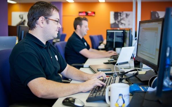 Personnel-des-bureaux-d-OVH_com-a-Montreal-Photo-courtoisie-OVH_Canada-par-INFOSuroit_com