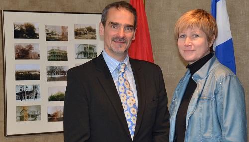 Daniel_Carrier-nouveau-dg-Chateauguay-avec-mairesse-Nathalie_Simon-Photo-courtoisie-publiee-par-INFOSuroit
