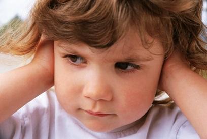 enfant-qui-boude-atelier-sur-discipline-chez-les-1-a-3-ans-Photo-CPA-publiee-par-INFOSuroit_com
