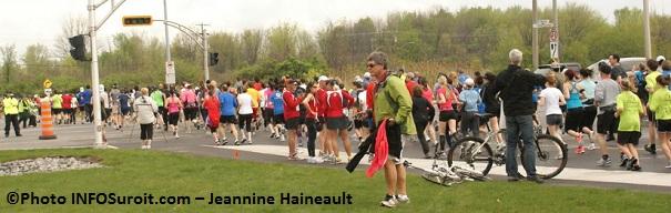 Au-rythme-de-foulees-coureurs-de-dos-Photo-INFOSuroit-com_Jeannine-Haineault