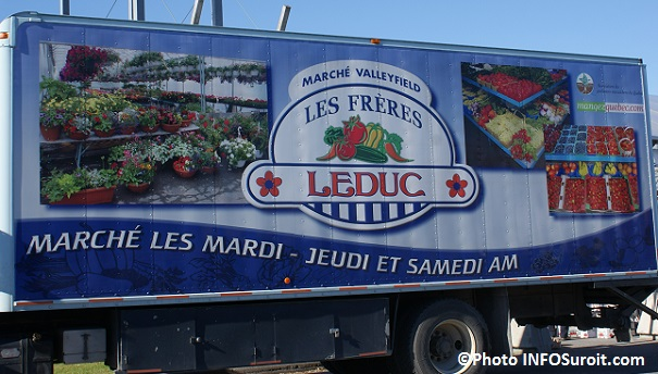 Camion-des-Freres-Leduc-au-Marche-public-Valleyfield-Fruits-legumes-fleurs-Photo-INFOSuroit_com