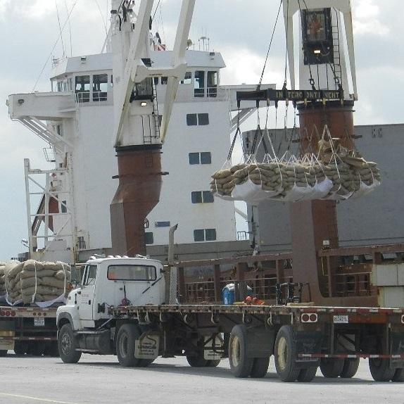 Navire-Amstelgracht-cargaison-cacao-dechargement-Port-de-Valleyfield-photo-courtoisie-publiee-par-INFOSuroit