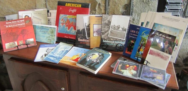 vente-trottoir-de-livres-au-MUSO-Photo-courtoisie-publiee-par-INFOSuroit