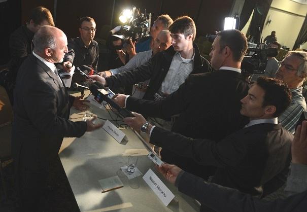 Annonce-Ericsson-Guy_Pilon-maire-Vaudreuil-Dorion-avec-journalistes-Photo-courtoisie-publiee-par-INFOSuroit