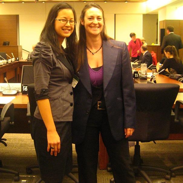 Comite-Environnement-Ottawa-Anne_Quach-deputee-et-Priscilla_Gareau-d-Ambioterra-Photo-courtoisie