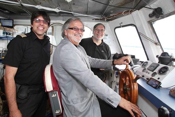 Croisiere-150-ans-Beauharnois-capitaine-de-L-Archipel-avec-maire-Claude_Haineault-et-Paul_Sauve-Photo-courtoisie