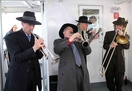 Croisiere-150-ans-Beauharnois-groupe-Dixieband-Photo-courtoisie