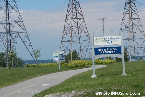 Halte-au-Fil-de-l-eau-Ville-de-Beauharnois-piste-cyclable-pylones-electriques-Photo-INFOSuroit_com