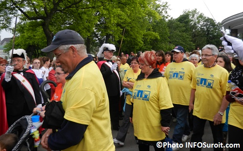 Relais-pour-la-vie-Valleyfield-2013-depart-des-survivants-du-cancer-Photo-INFOSuroit_com