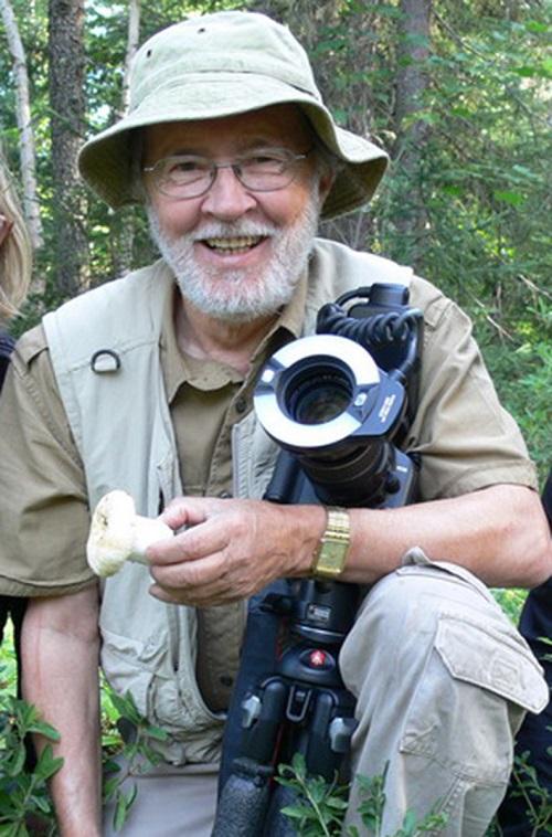 Biologiste-Raymond_McNeil-inventaire-champignons-ceinture-verte-Chateauguay-Lery-photo-courtoisie-publiee-par-INFOSuroit