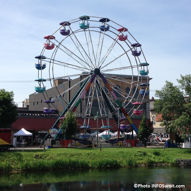 Grande-roue-centre-ville-Valleyfield-rue-Victoria-durant-Regates-Photo-INFOSuroit_com