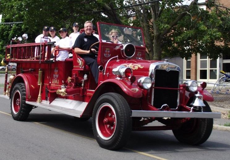 Journee-des-pompiers-Pincourt-camion-parade-photo-courtoisie-publiee-par-INFOSuroit