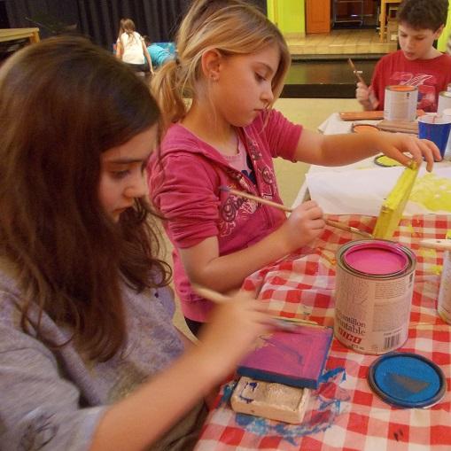 Oeuvres-peinture-jeunes-artistes-Maison-des-Enfants-Photo-courtoisie-MRC