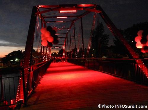 Pont-patrimonial-Jean-De-La-Lande-avec-eclairage-rouge-Photo-INFOSuroit_com