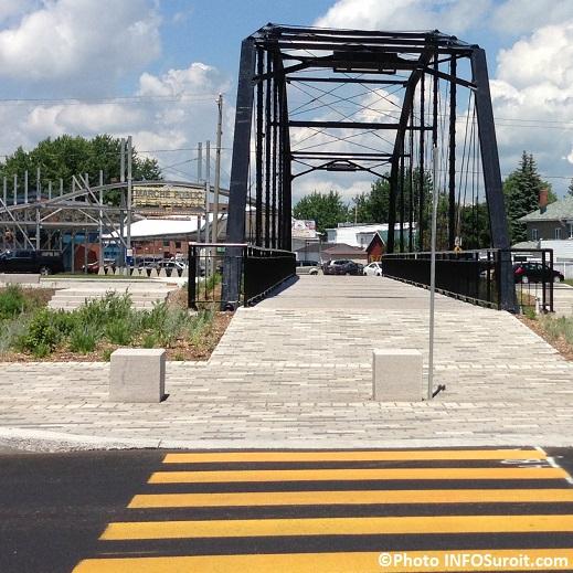 Pont-pietonnier-Jean-De-LaLande-Face-au-marche-public-Valleyfield-Photo-INFOSuroit_comPont-pietonnier-Jean-De-LaLande-Face-au-marche-public-Valleyfield-Photo-INFOSuroit_com