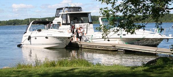 bateaux-au-quai-de-la-Halte-des-Pecheurs-Parc-regional-Beauharnois-Salaberry-Photo-MRC