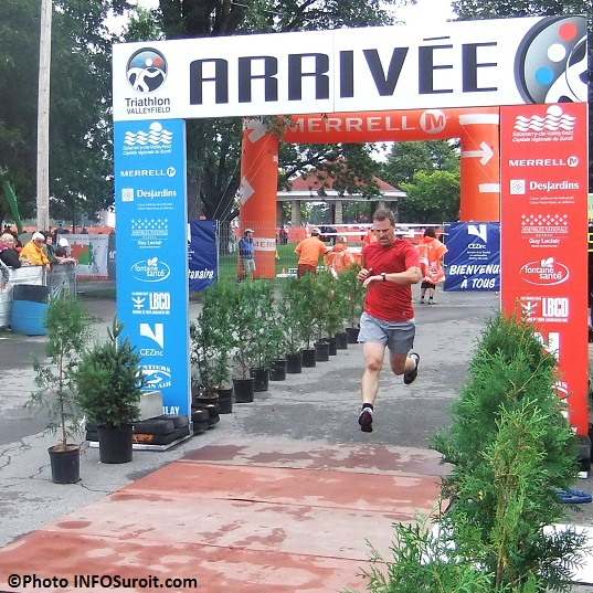 Course-a-pied-coureur-ligne-arrivee-Triathlon-Valleyfield-Photo-INFOSuroit_com