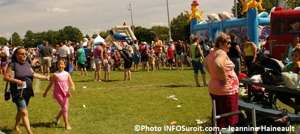 Famille-parents-enfants-fete-familiale-Chateauguay-jeux-gonflables-Photo-INFOSuroit_com-Jeannine_Haineault