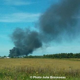 Incendie-parc-industriel-de-Chateauguay-panache-de-fumee-Photo-Julie_Brousseau