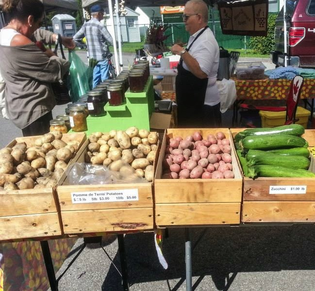 Marche-Fermier-Comte-Huntingdon-Kiosque-17-aout-Photo-MFCH