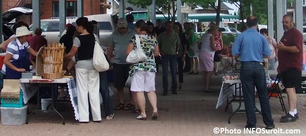 Marche-public-au-centre-ville-de-Beauharnois-Place-du-Marche-Photo-INFOSuroit_com