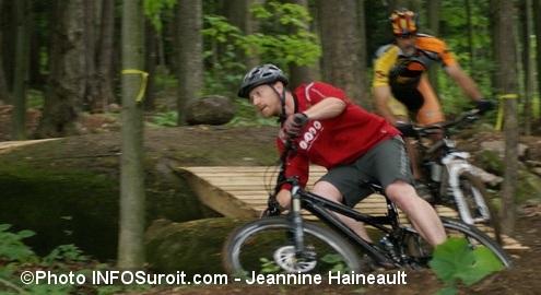 Velo de montagne demonstration Mont-Rigaud Photo INFOSuroit Jeannine_Haineault