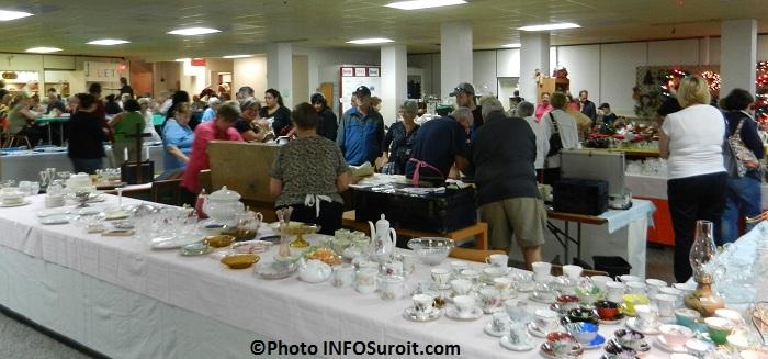 Bazar-Bellerive-vaisselle-visiteurs-et-plus-Photo-INFOSuroit-com_