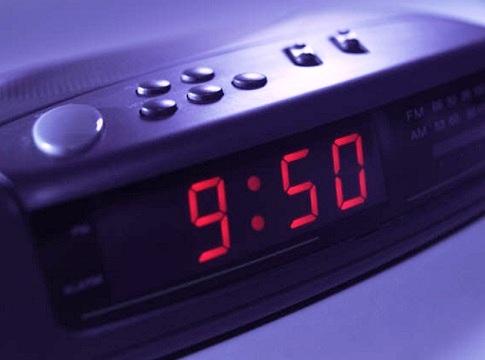 Horloge-changement-d-heure-Radio-reveil-Photo-CPA-publiee-par-INFOSuroit_com