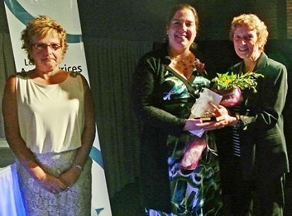 Johanne_Deniel-gagnante-2012-Sara_Patenaude-Agricultrice-2013-avec-Gisele-Marleau-Photo-courtoisie-pour-INFOSuroit_com