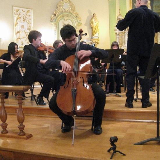 Violoncelliste-Pierre-Alain_Bouvrette-OSVHSL-a-Chateauguay-Photo-courtoisie