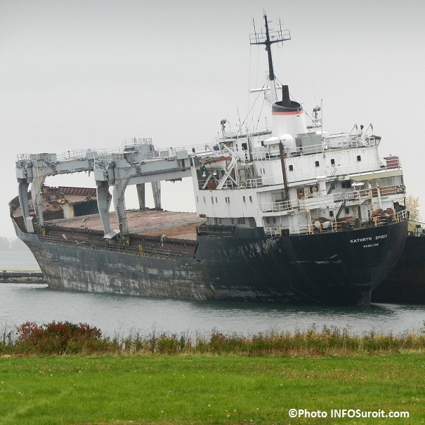 epave-cargo-Katrhryn-Spirit-tangue-dangereusement-lac-St-Louis-a-Beauharnois-octobre-2013-Photo-INFOSuroit_com