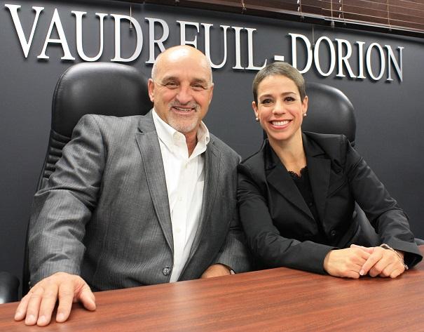 Collecte-de-sang-du-maire-de-Vaudreuil-Dorion-Guy_Pilon-et-Nathalie_Allard-Photo-courtoisie
