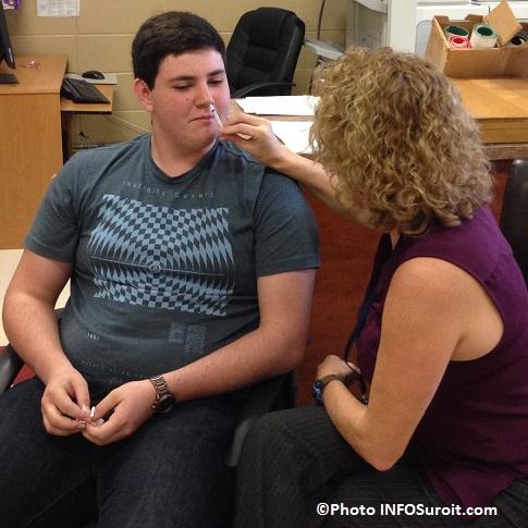 Jeremie_Prevost-recoit-vaccin-nasal-Flumist-contre-la-grippe-Campagne-vaccination-CSSS-HSL-Photo-INFOSuroit_com
