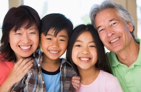 Parents-enfants-famille-image-CPA-publiee-par-INFOSuroit_com