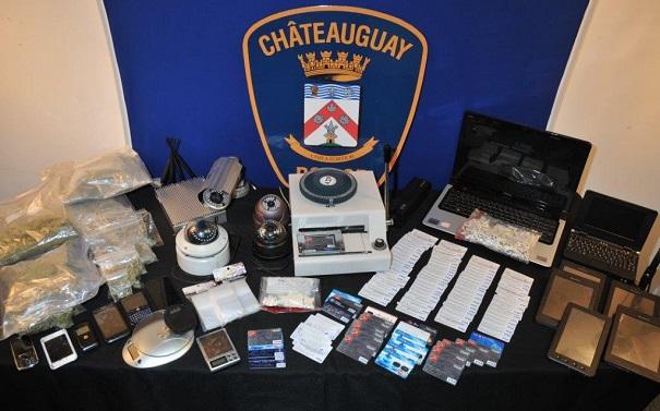 Police-de-Chateauguay-saisie-stupefiants-cellulaires-cartes-de-credits-et-autres-Photo-courtoisie
