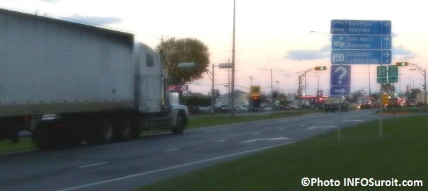 camion-sur-boulevard-Mgr-Langlois-a-Valleyfield-Photo-INFOSuroit_com