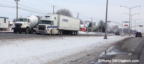 Camions-sur-boul-Mgr-Langlois-Valleyfield-Photo-INFOSuroit_com