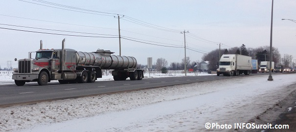 Camions-sur-le-boulevard-Mgr-Langlois-Valleyfield-Photo-INFOSuroit