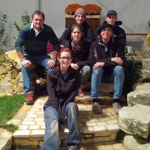 Centre-des-Moisson-Beauharnois-eleves-et-enseignants-concours-international-apprentis-paysagistes-photo-courtoisie-publiee-par-INFOSuroit_com