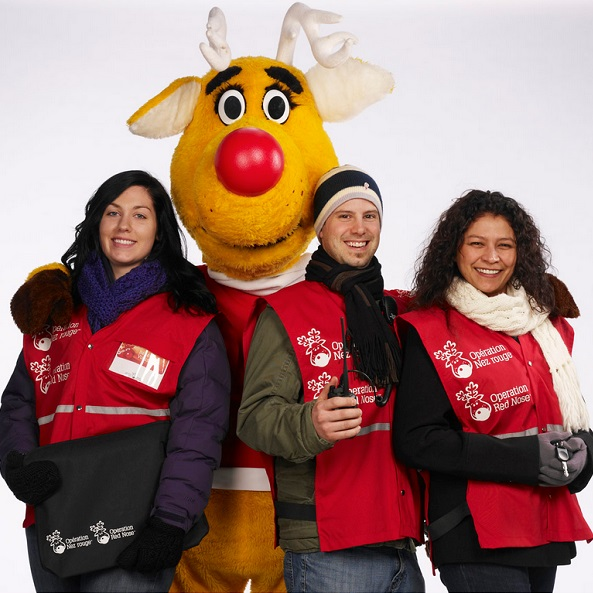 Nez-Rouge-mascotte-et-benevoles-photo-de-presse-2013-Nez-Rouge-Qc