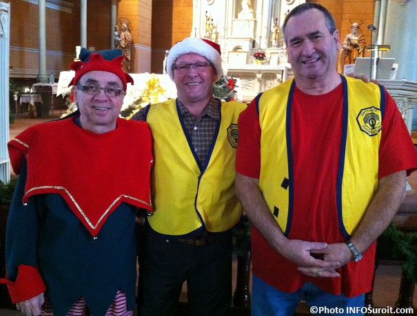 Noel-au-village-Saint_Anicet-lutin-avec-Clement_Trepanier-et-Andre_Picard-club_optimiste-photo-INFOSuroit_com