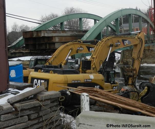 Ormstown-grue-travaux-pont-du-Centenaire-Photo-INFOSuroit_com