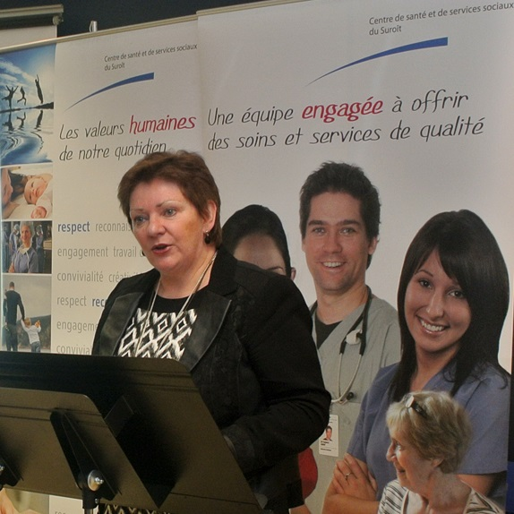 Certification-Bons-coups-au-CSSS-du-Suroit-Diane_Lavallee-directrice-generale-AQESSS-Photo-courtoisie