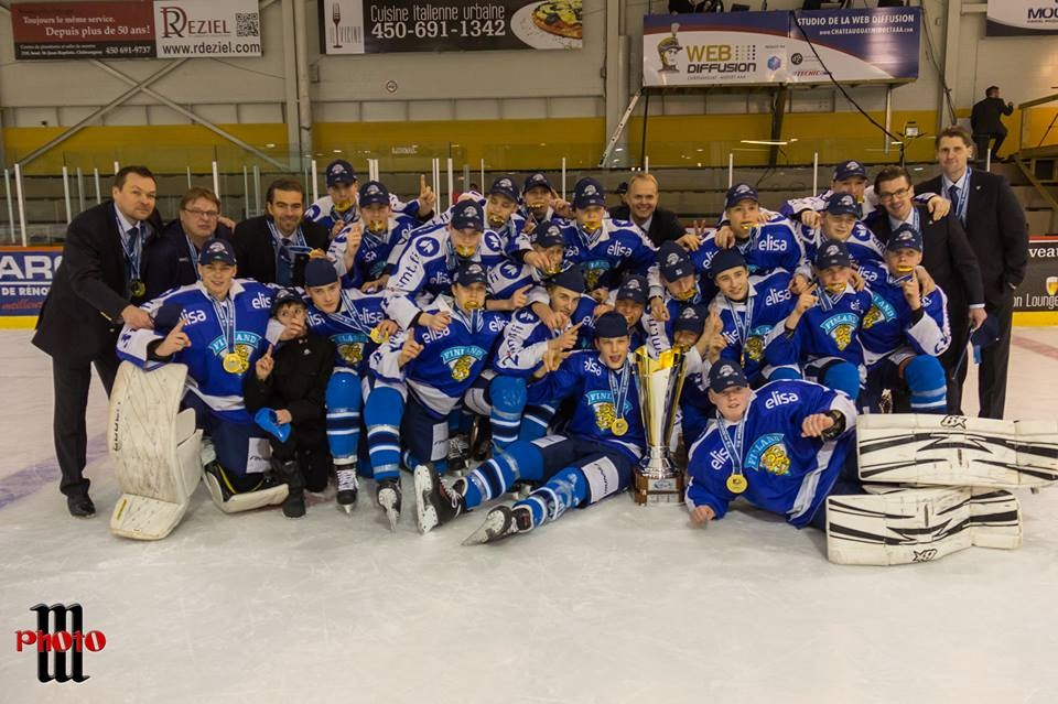 Equipe-Finlande-medaille-or-Coupe-Quebec-AAA-Chateauguay-photo-courtoisie-publiee-par-INFOSuroit_com