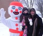 Festival-d-hiver-Saint-Louis-de-Gonzague-Bonhomme-de-neige-enfant-et-pere-Photo-courtoisie