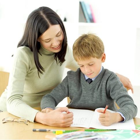 Parent-enfant-Groupe-de-soutien-Aide-aux-devoirs-Ateliers-communautaires-Image-CPA-publiee-par-INFOSuroit