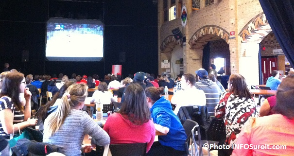 Assistance-Cafe-chez-Rose-College-de-Valleyfield-Finale-Hockey-feminin-Canada-USA-a-Sotchi-Photo-INFOSuroit
