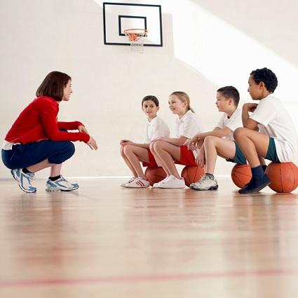 Entraineurs-sport-basketball-jeunes-Photo-CPA-publiee-par-INFOSuroit_com